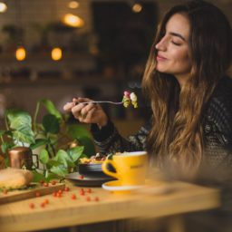 Cómo empezar a comer más saludable y consciente