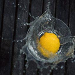 Detox de agua con limón